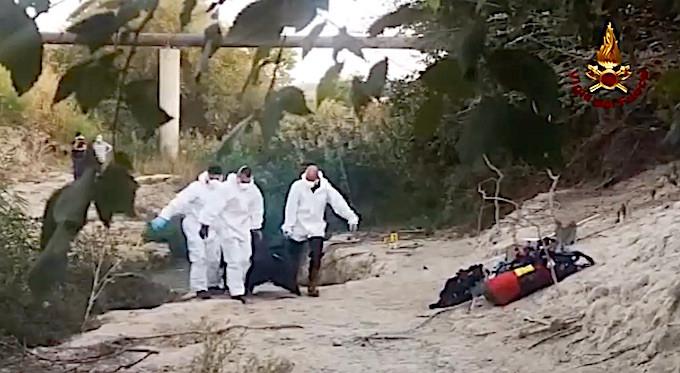 isola capo Rizzuto, cadavere,