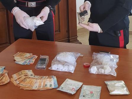 Amantea: droga e pistola in casa di tre persone agli arresti domiciliari