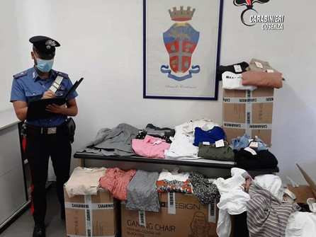 Rubavano capi d'abbigliamento: denunciata tutta la famiglia a Cosenza