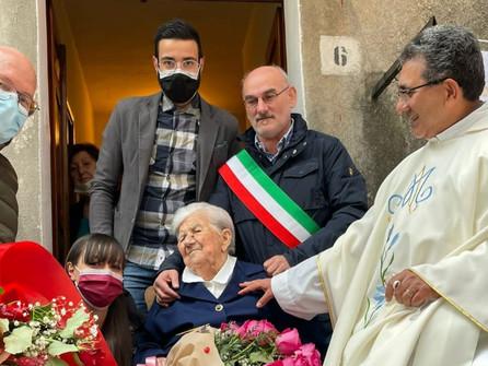 Papasidero, il paese dei centenari: auguri a nonna Concetta