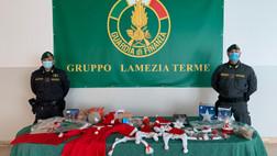 Lamezia Terme, sequestrati dalla Guardia di finanza 17mila articoli natalizi
