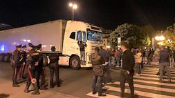 """Scalea, protesta sulla Statale 18 contro l'istituzione della """"Zona rossa"""" in Calabria VIDEO"""