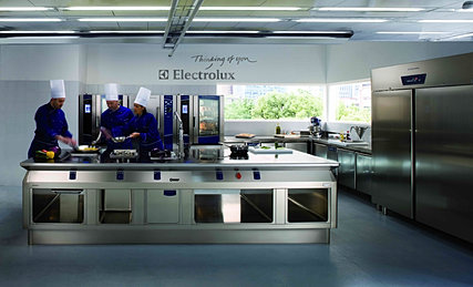 da oltre un secolo le cucine electrolux soddisfano le esigenze di cinque generazioni di chef offrendo soluzioni ad alte prestazioni facili da usare ed
