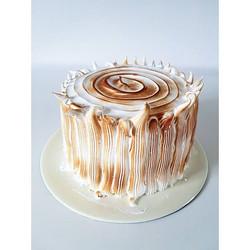 Lemon and meringue cake