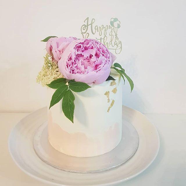 Special Birthday cake for 21st birthday.