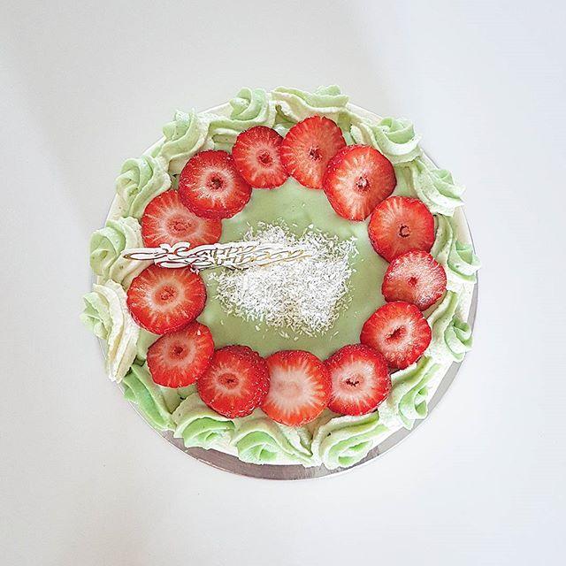 Pandan creme cake