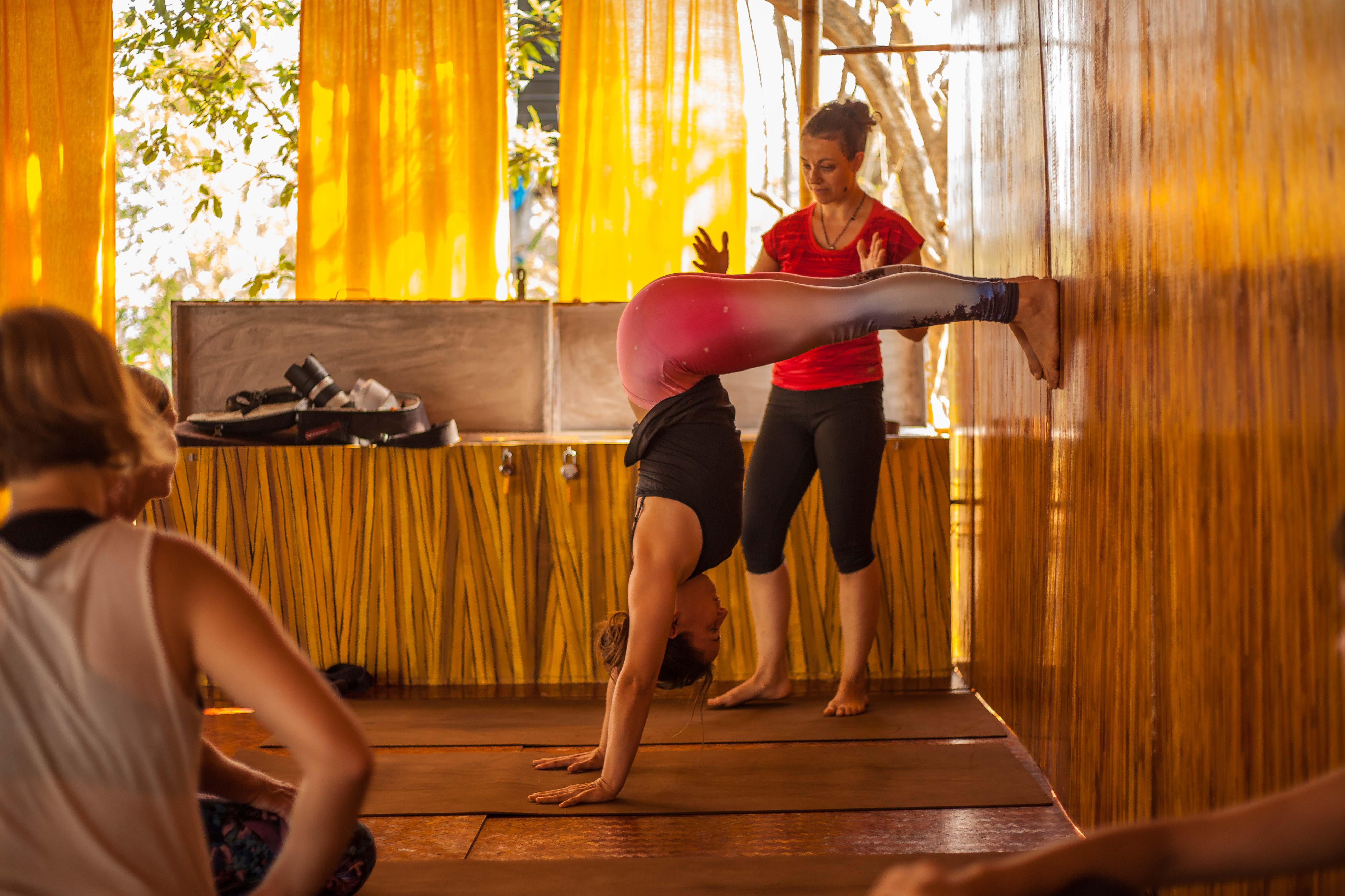 Orsi Plutzer Yoga Handstand