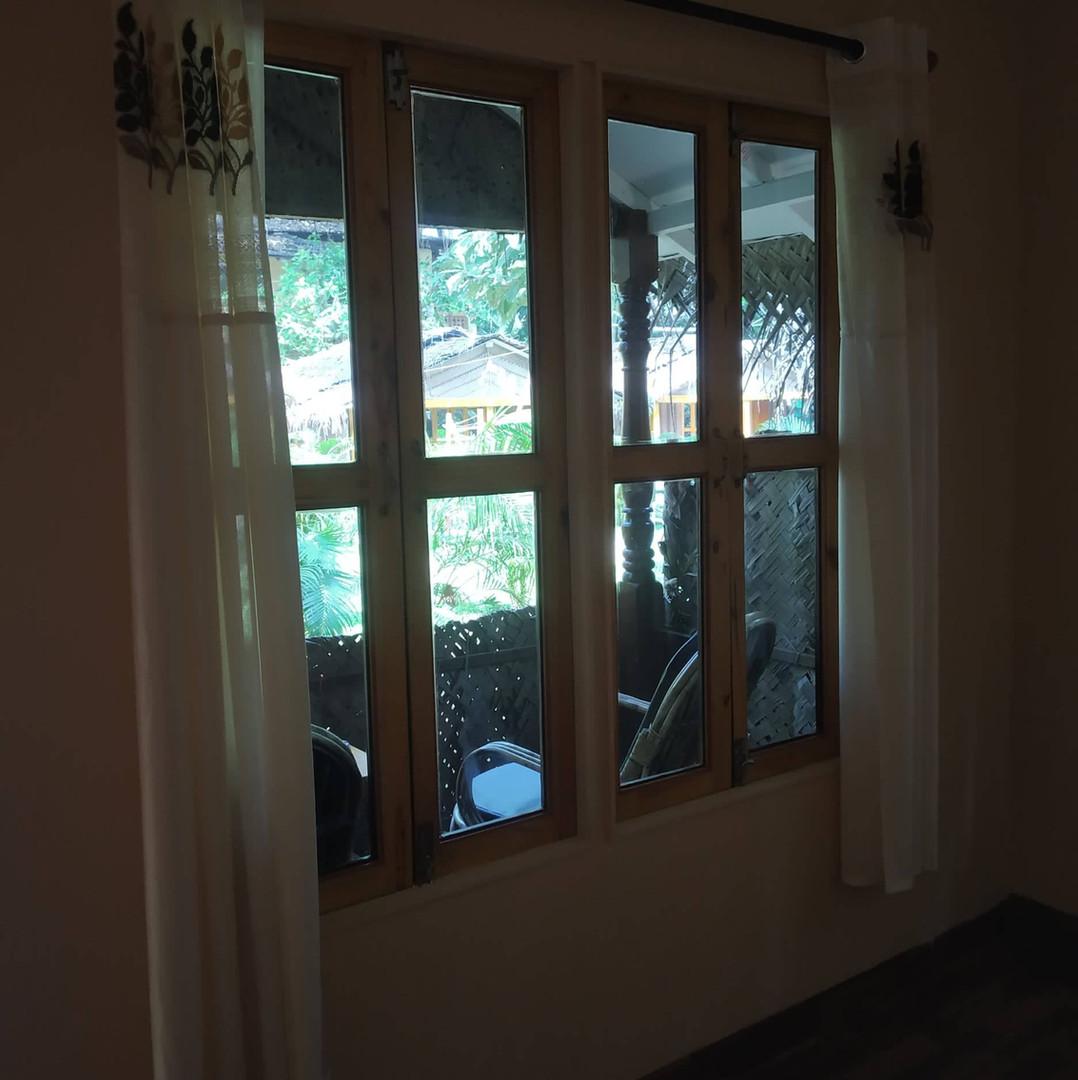 Room & balcony.jpg