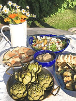 Grill hommus aubergine kronärtskocka nektarinsallad halloumi feta