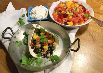 wrap med bönröra och mangosalsa