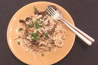 pasta med whiskysås och smörstekta kantareller