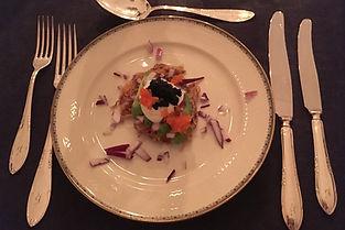 Råraka med vegansk majonnäs, avokado, rödlök och tångcaviar