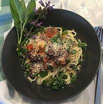 pasta bönbollar salvia tomatsås