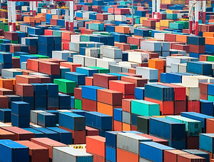 shipping-containers-in-port-P26A5BM.jpg