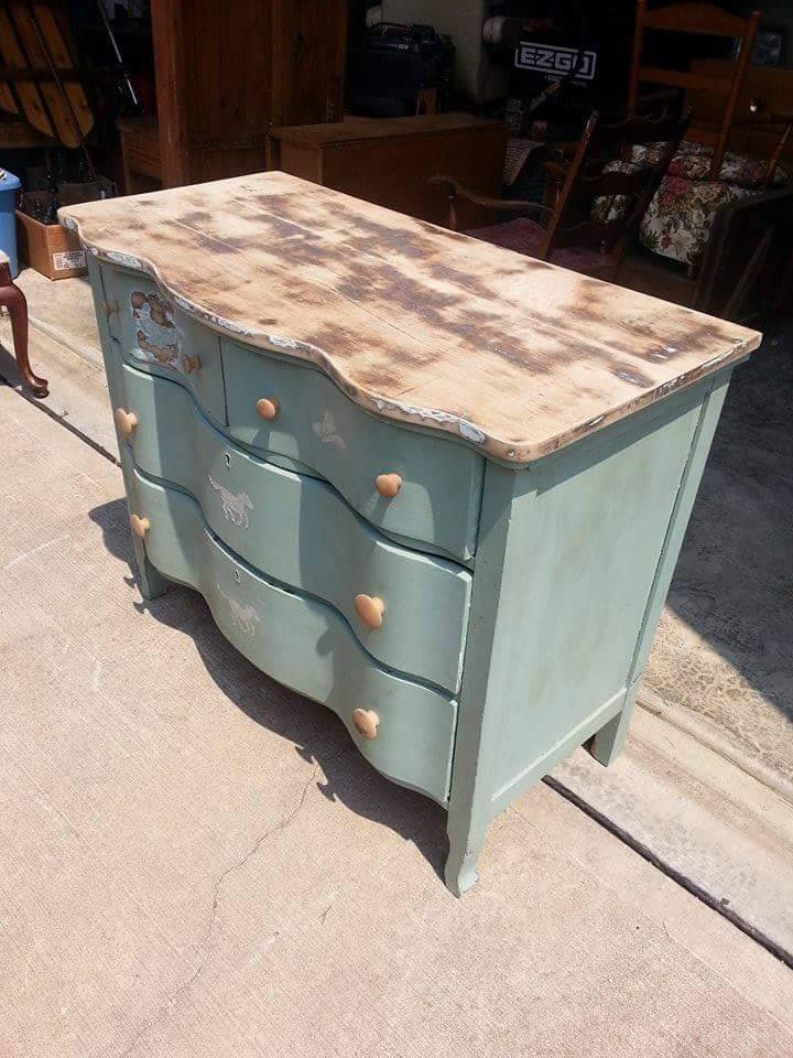 Dresser17