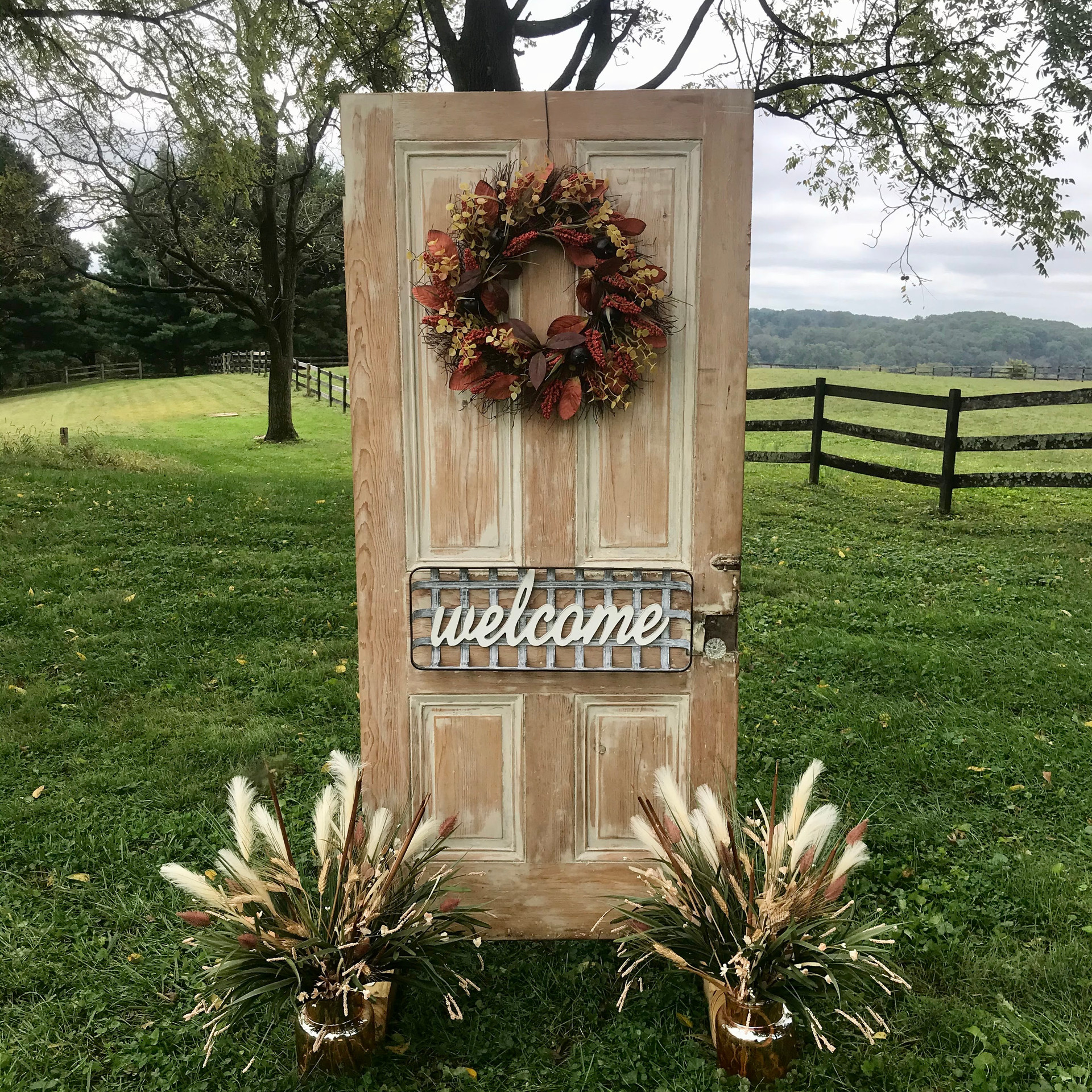 1800's Farmhouse Door Welcome Display
