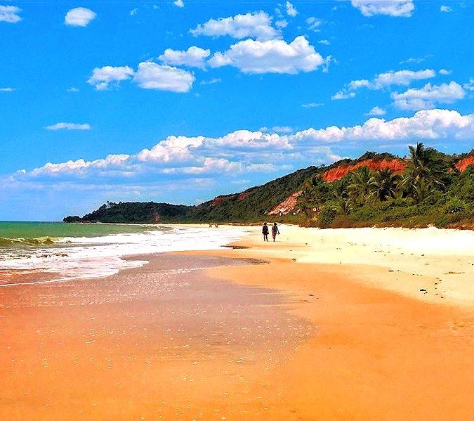 praia-taipe-1-1050x599_edited.jpg