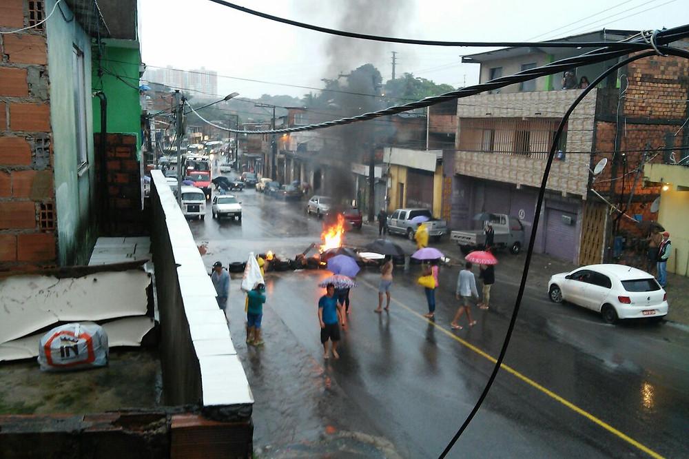 protesto lirios renato.jpg