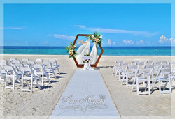 Hexagon Package with white chairs, aisle runner