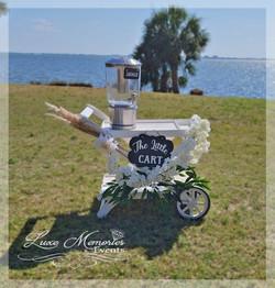 Little cart with pampas and lemonade dispenser