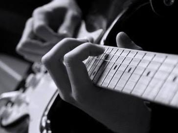 Il est encore temps pour s'inscrire aux cours de guitares à la School