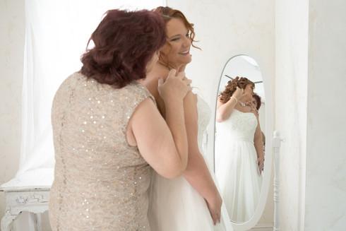 Mother of the bride omaha wedding photographer