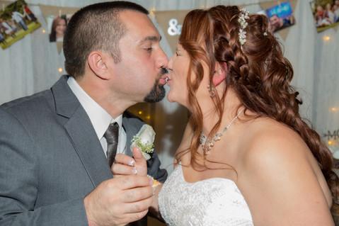 cake cutting wedding photography