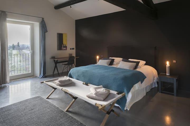 Des chambres uniques, indépendantes les unes des autres, et décorées avec goût.