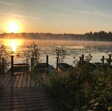 Bootjes aan het Kolkven in de ochtendzon.