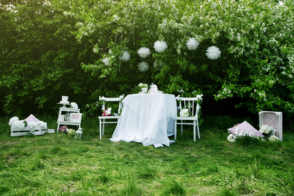 Intimate informal wedding table in backyard