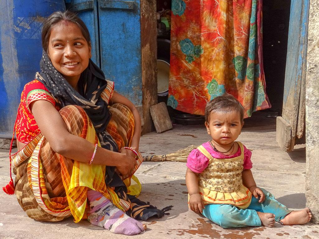 femme et son enfant hindou