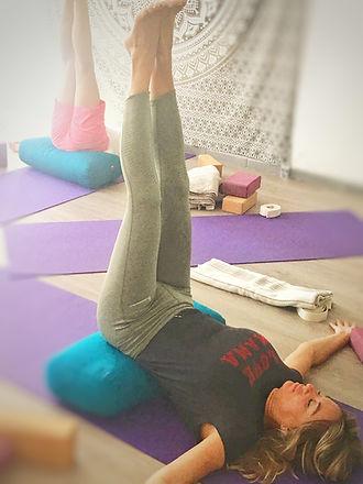 Yoga Restaurativo en Bhakti Yoga Valenci