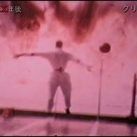 爆風で吹き飛ばされるダミー