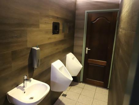 Oude wand in sanitaire ruimte makkelijk, snel en goedkoop upgraden