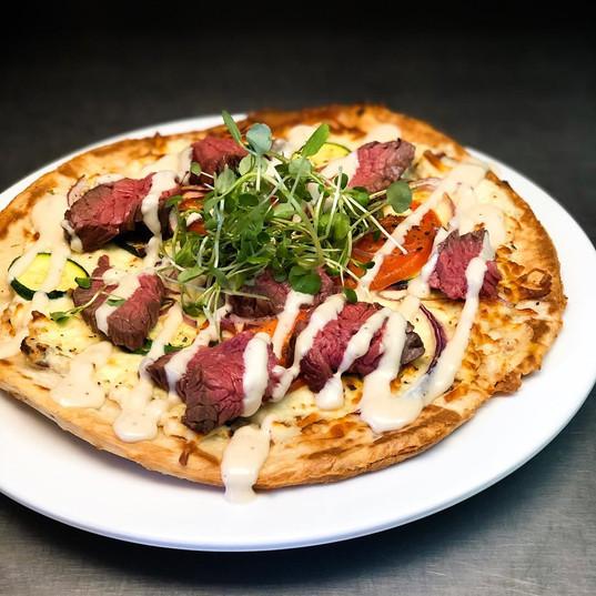 Pizza_a_la_bavette_de_boeuf_mariné,_sauc
