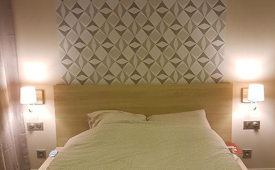Rénovation chambre, décoratio chambre, peinture, papier peint, tête de lit, luminaire