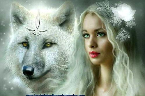 femme et loup blanc