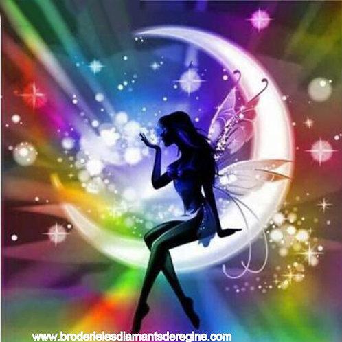 la fée sur croissant de lune étoilé