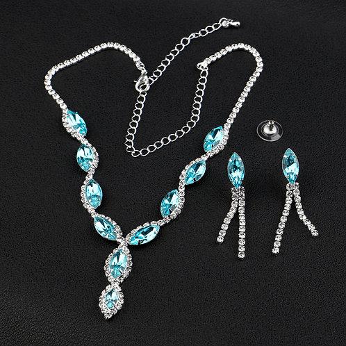 parure bijoux fantaisies strass et bleu ciel