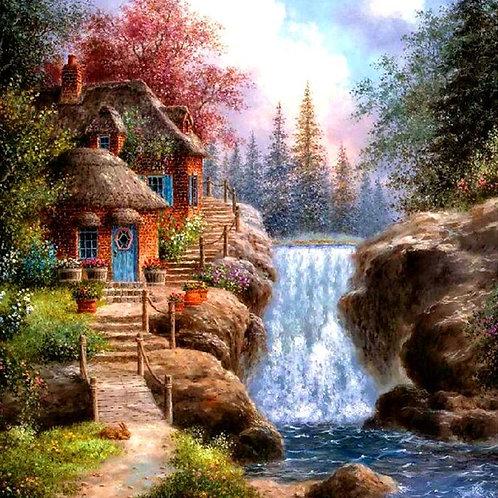 les maisons près de la cascade