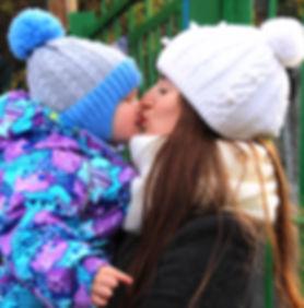 Поцелуй мамы и малыша