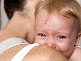 Отчего плачет ребёнок 0-7 лет? Что происходит с его организмом, как это проявляется и чем помочь?