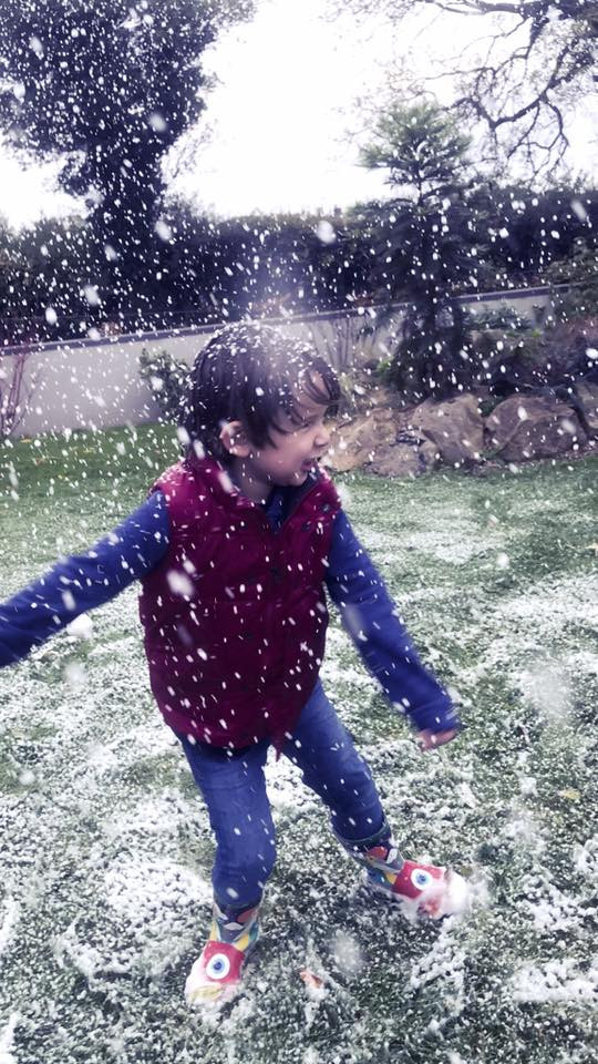 Falling Snow Fake Snow Hire Little Boy p