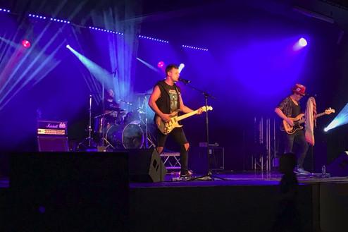 Boomin Performing Live.JPG.jpg