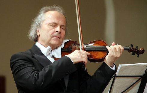 uherske-hradiste-vaclav-hudecek-koncert-reduta-050417-07_denik-630.jpg