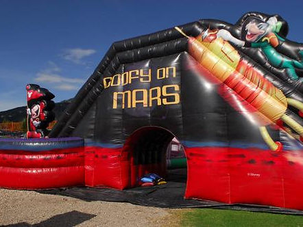 goofy-on-mars-inflable-2.jpg