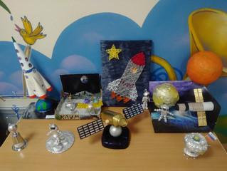 Выставка  работ детей и родителей ко дню Космонавтики
