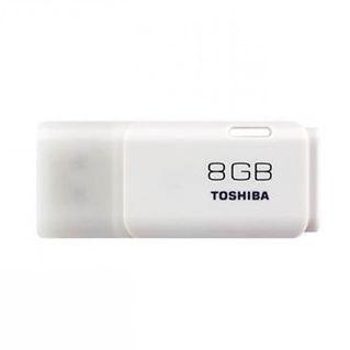 Memoria USB 2.0 Toshiba de 8GB con protector y de color blanco.