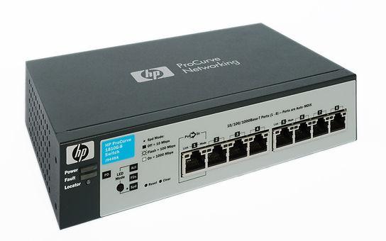 Switch Hewlett Packard modelo NP ProCurve Networking, de color negro y plateado