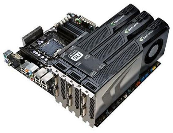 Tres tarjetas gráficas NVIDIA GEFORCE conectadas mediante SLI en una única placa base